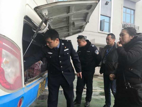 春季开学前 湘乡交警检查客运车辆保安全